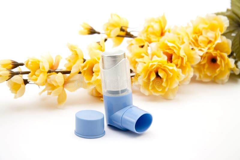 Inhalador con la rama floreciente foto de archivo libre de regalías