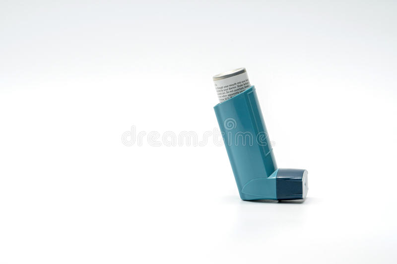 Inhalateur d'asthme d'isolement sur le fond blanc images stock