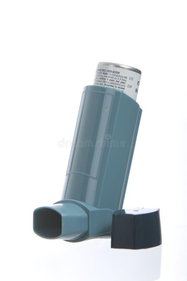 Inhalateur d'asthme sur le fond blanc images libres de droits