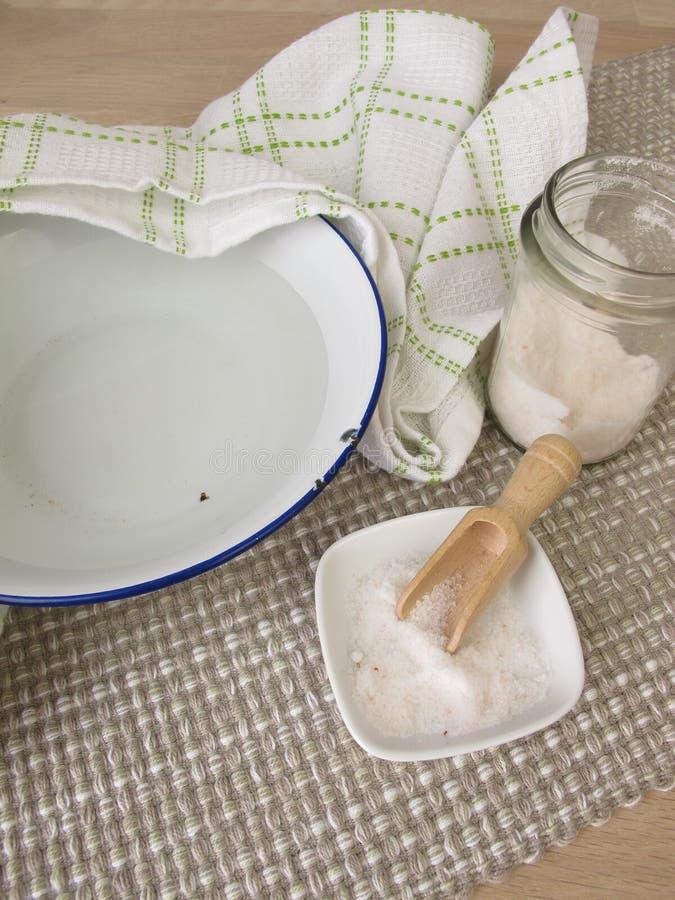 Inhalation med salt vatten royaltyfri foto