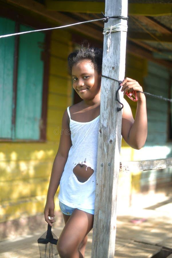 Inheems Nicaraguan meisje het glimlachen Groot het Graaneiland van het dakspaanhuis stock foto's