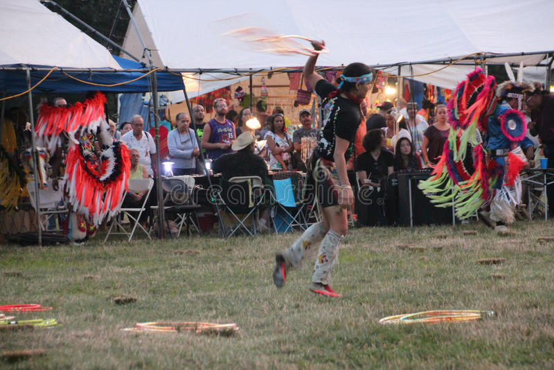 Inheemse Amerikaanse Dansers bij pow-wauw royalty-vrije stock foto's