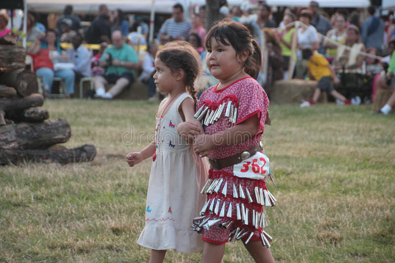 Inheemse Amerikaanse Dansers bij pow-wauw royalty-vrije stock fotografie