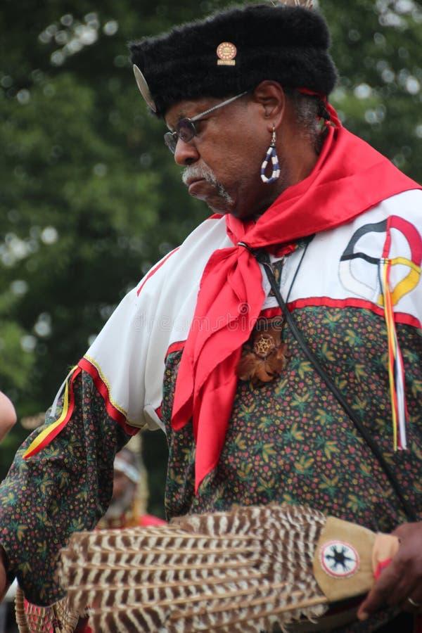 Inheemse Amerikaanse Dansers bij pow-wauw royalty-vrije stock afbeelding