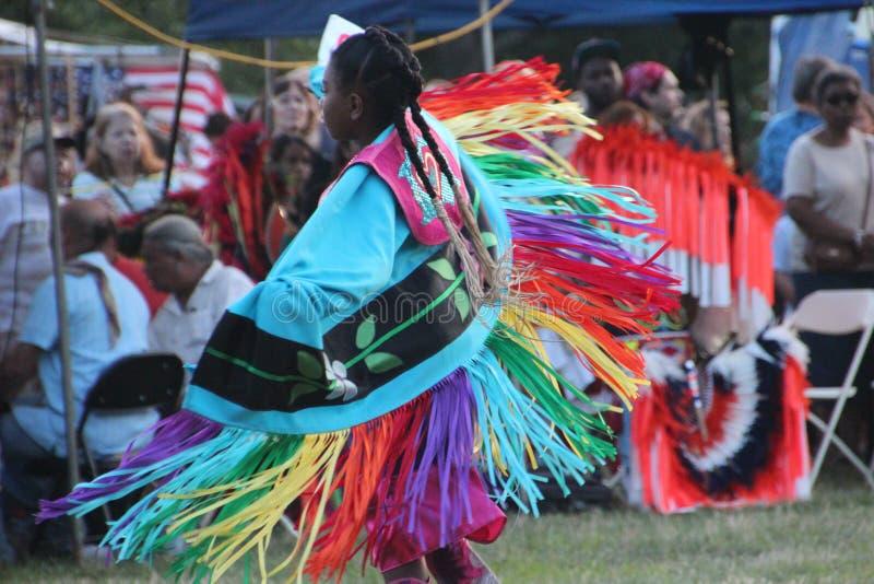 Inheemse Amerikaanse Dansers bij pow-wauw stock foto's