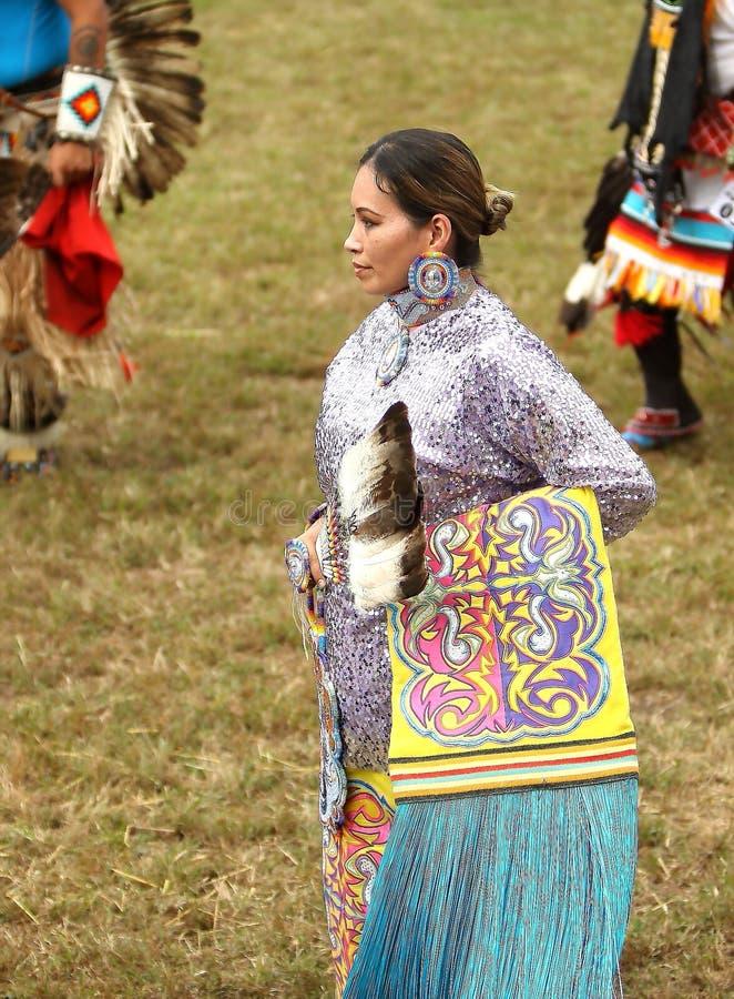 Inheemse Amerikaanse pow wauw dansers stock fotografie