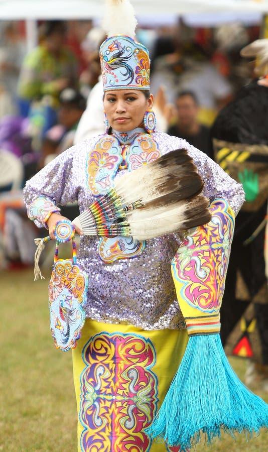 Inheemse Amerikaanse pow wauw dansers stock foto
