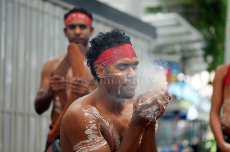 Inheemse makende brand stock foto's