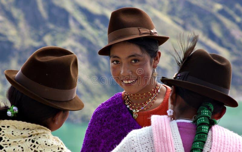 Inheemse meisjes in Ecuador stock afbeeldingen