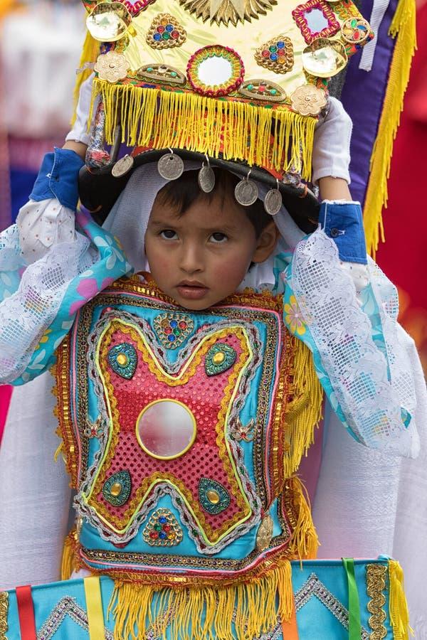 Inheemse quechua jonge jongen die een hoofddeksel dragen royalty-vrije stock afbeelding