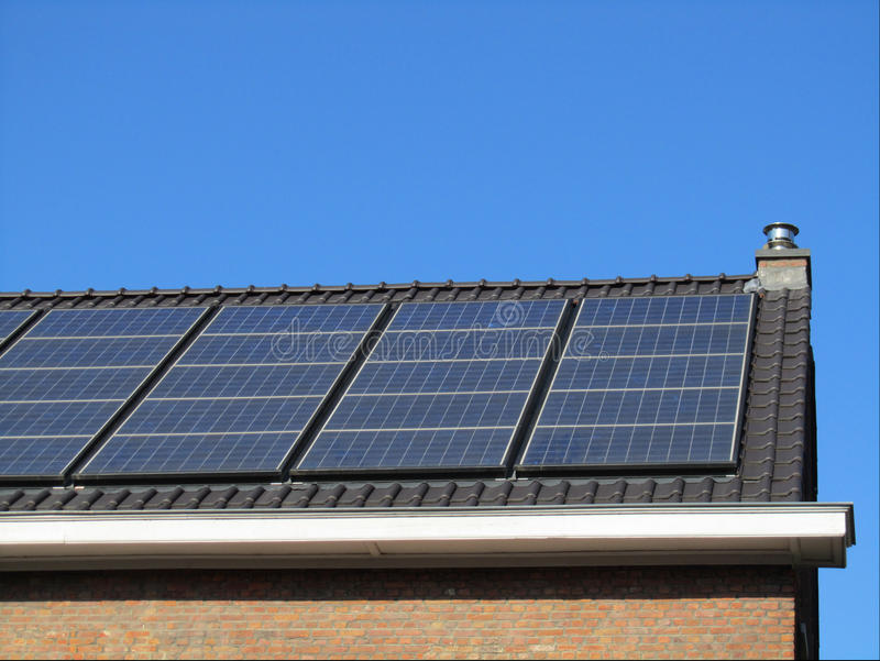 Inhemska sol- paneler arkivbild