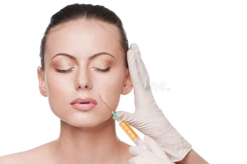 Iniezione cosmetica del botox nel fronte di bellezza fotografia stock