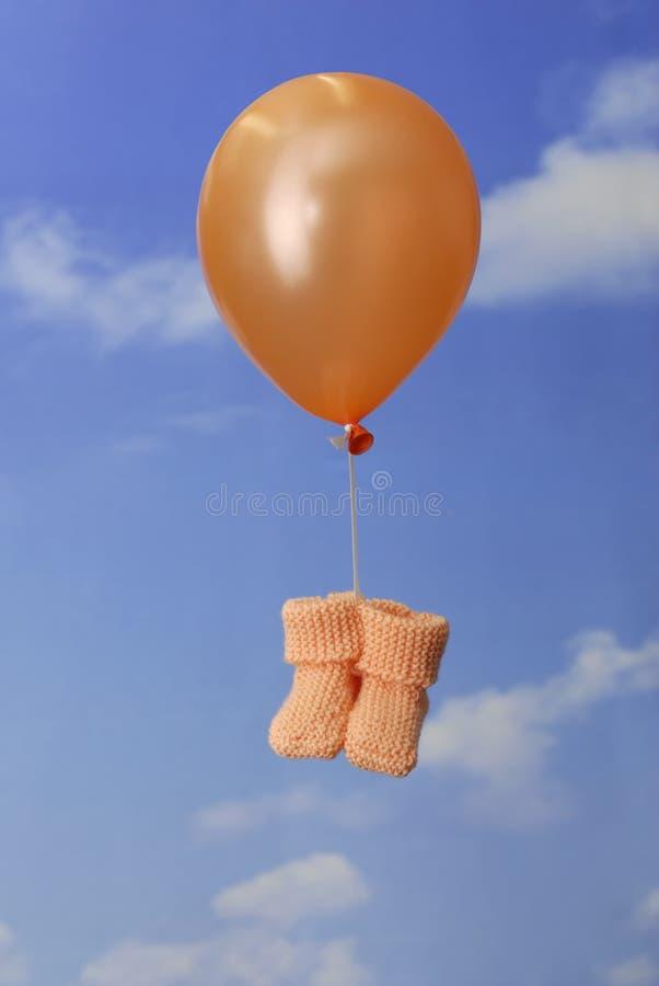 Initialisations de transport de chéri de ballon orange photographie stock libre de droits