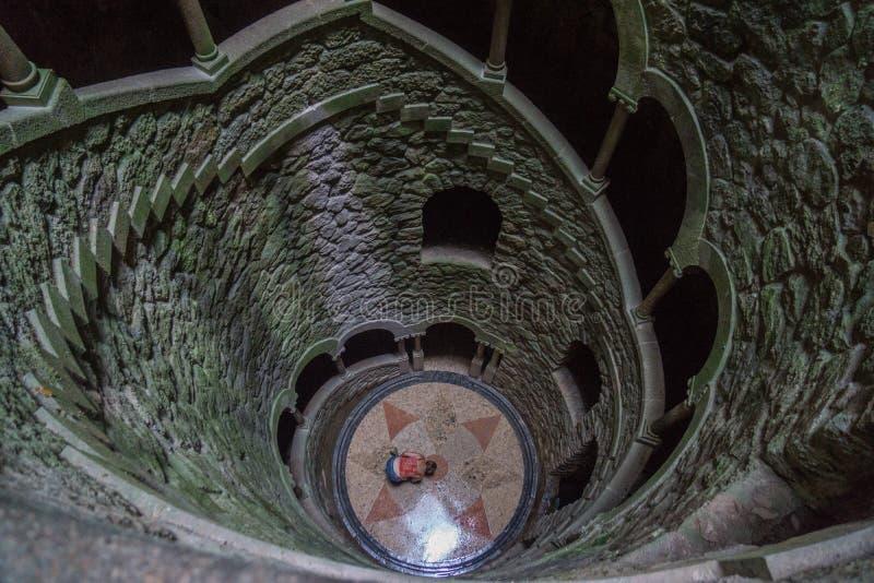Initiatic bem em escadas longas do sintra foto de stock royalty free