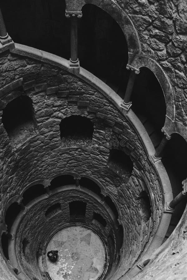 Initiatic väl på Regaleira spiral två fotografering för bildbyråer