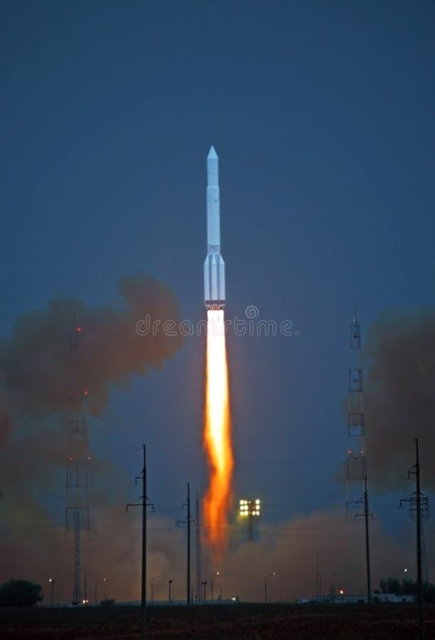 Iniziare il protone del razzo immagini stock