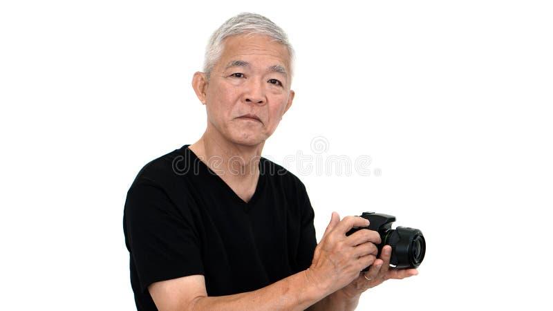 Inizio anziano asiatico del tipo che prende foto alla vendita online per il supplemento dentro fotografia stock