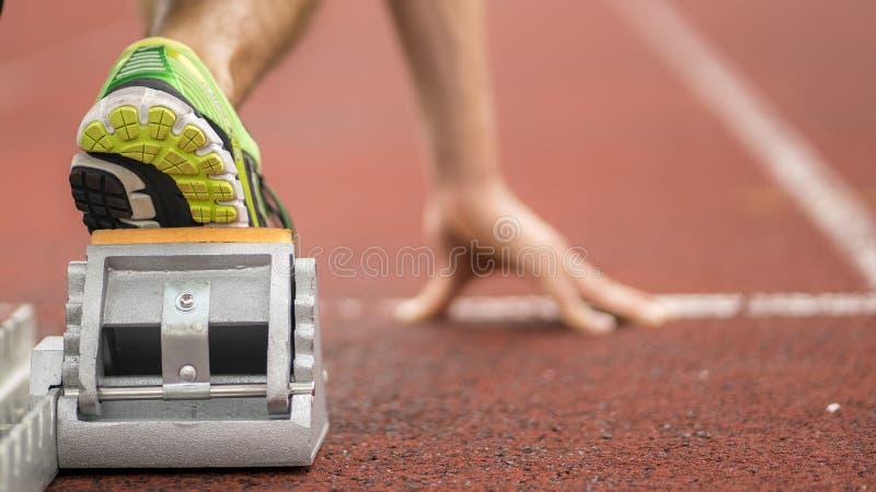 Inizio di Sprint in atletica leggera fotografie stock