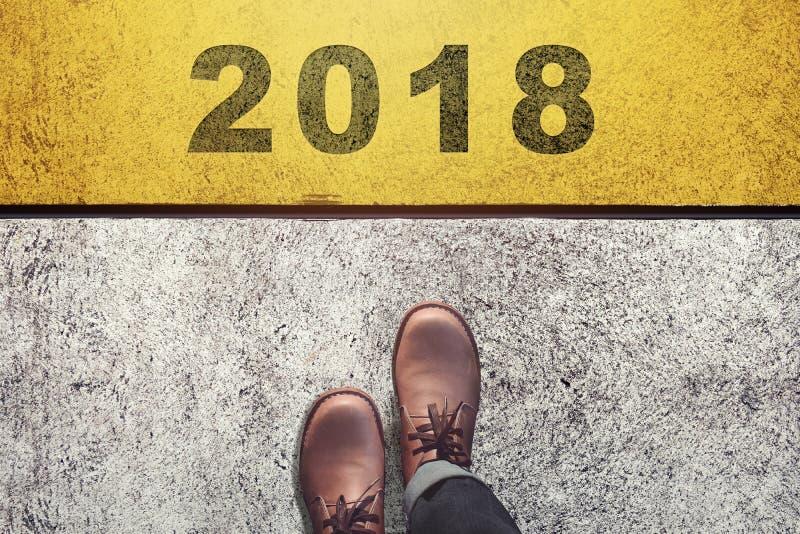 Inizio per fare qualcosa nel concetto del nuovo anno, vista superiore, maschio con la L fotografie stock libere da diritti