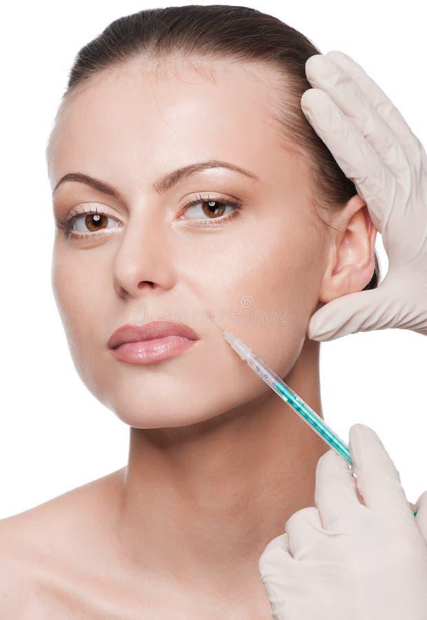 Injeção cosmética do botox na face da beleza fotos de stock royalty free
