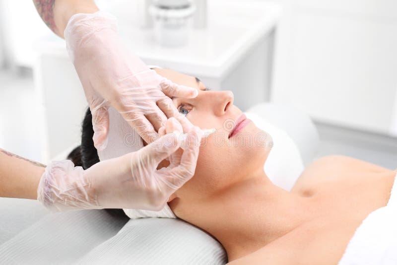 Injectie van botox stock afbeelding