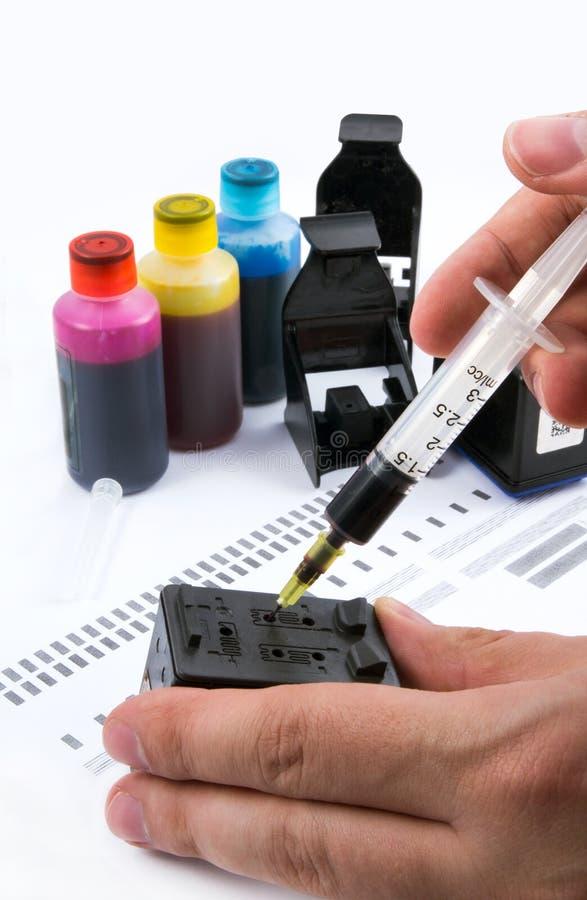 Injection de la cartouche d'encre image stock