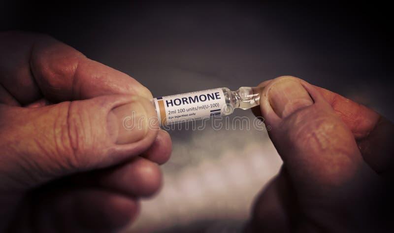 Injektion av Hormonglasampull arkivfoto