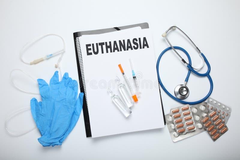 Injektion av pentobarbitalen för dödshjälp Lagligt utför i klinik royaltyfri foto