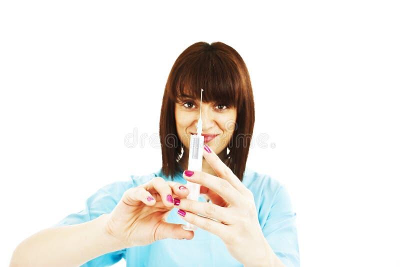 injektionsjuksköterska som förbereder injektionssprutabarn royaltyfria foton