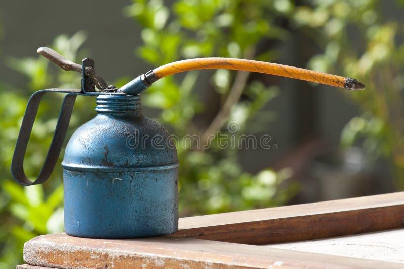 Download Injetor Do Petróleo No Fundo Do Quintal Foto de Stock - Imagem de acessível, óleo: 26522432