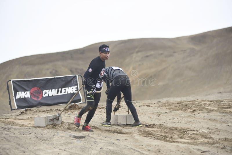 Inka Challenge, um obstáculo extremo reawakened em uma praia ao sul de Lima fotos de stock