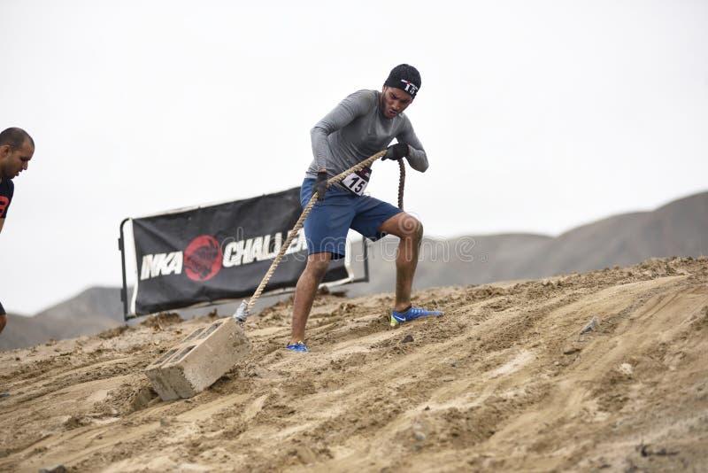 Inka Challenge, um obstáculo extremo reawakened em uma praia ao sul de Lima foto de stock