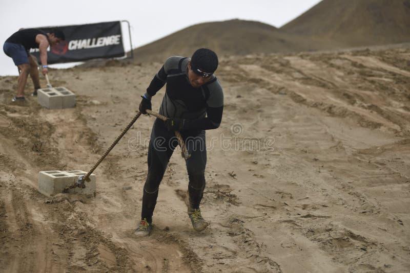 Inka Challenge, um obstáculo extremo reawakened em uma praia ao sul de Lima imagem de stock