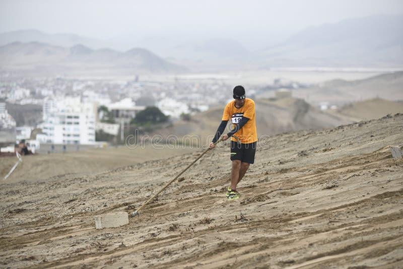 Inka Challenge, um obstáculo extremo reawakened em uma praia ao sul de Lima imagem de stock royalty free
