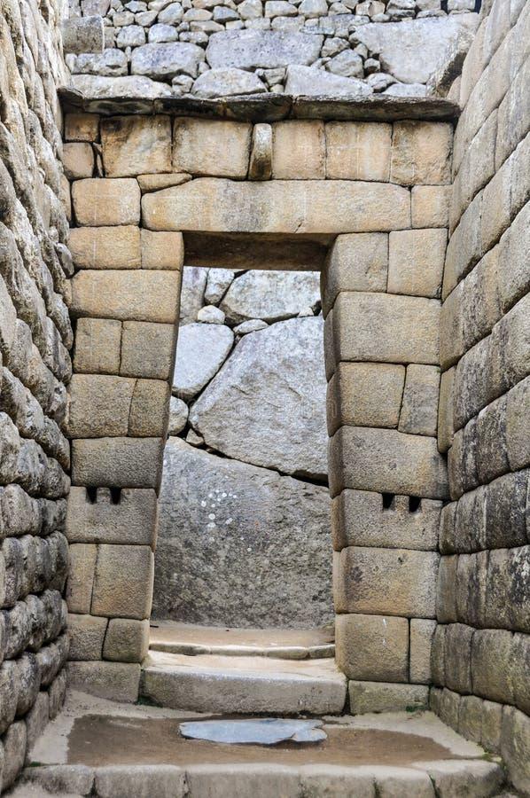 Inka drzwi przy Mach Picchu święty miasto Incas, Peru zdjęcie stock