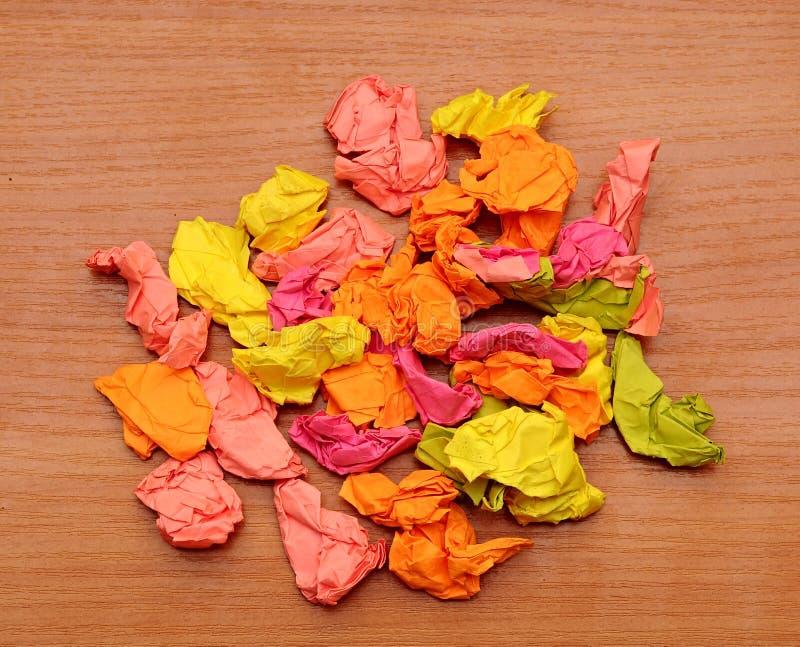 inkasowi kolorowi zmięci papiery zdjęcia stock