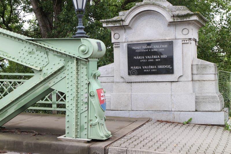 Inkomend aan Maria Valeria-brug tussen Hongarije en Slowakije van Slowaakse kant, de rivier van Donau, Esztergom/Ostrihom royalty-vrije stock afbeeldingen
