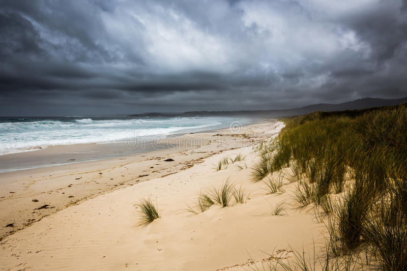 Inkomend onweer bij Baai van Branden, Tasmanige, Australië royalty-vrije stock afbeeldingen