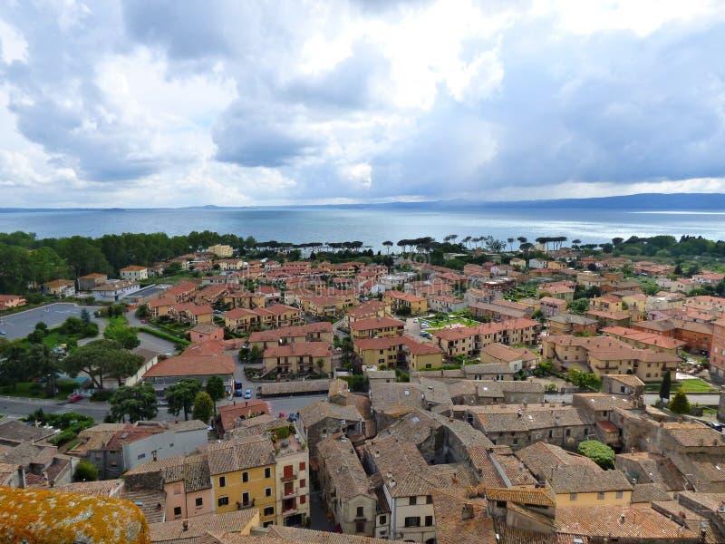 Inkomend Onweer over Lago Di Bolsena Italië stock foto
