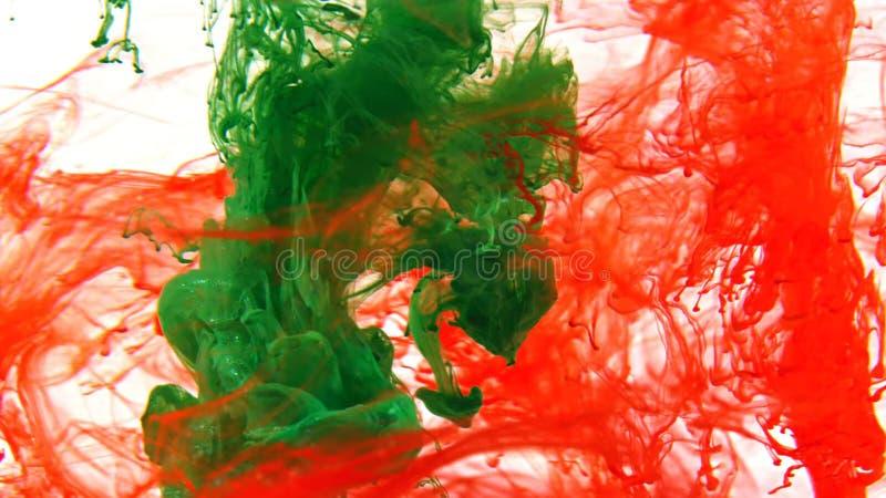 Inkt die die in water, Kleurendaling in water wervelen in motie wordt gefotografeerd stock afbeeldingen