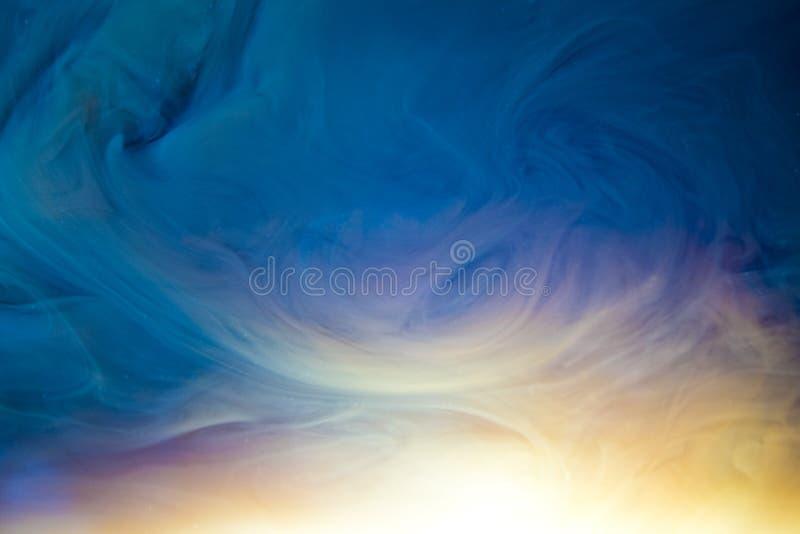 Inkt op water veelkleurige mauve roze abstracte achtergrond royalty-vrije stock foto's