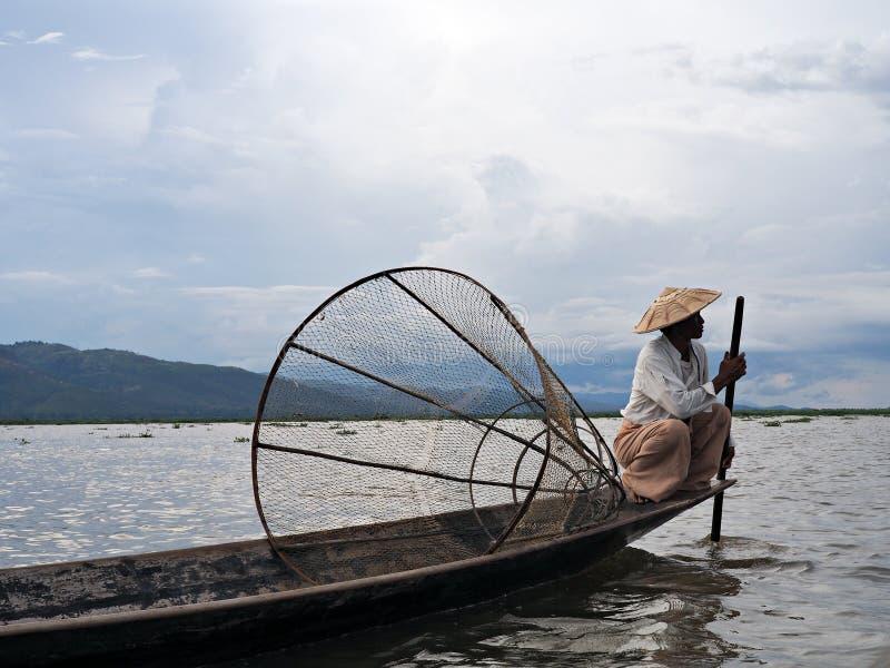 Inle湖的一位腿划船渔夫 免版税库存照片