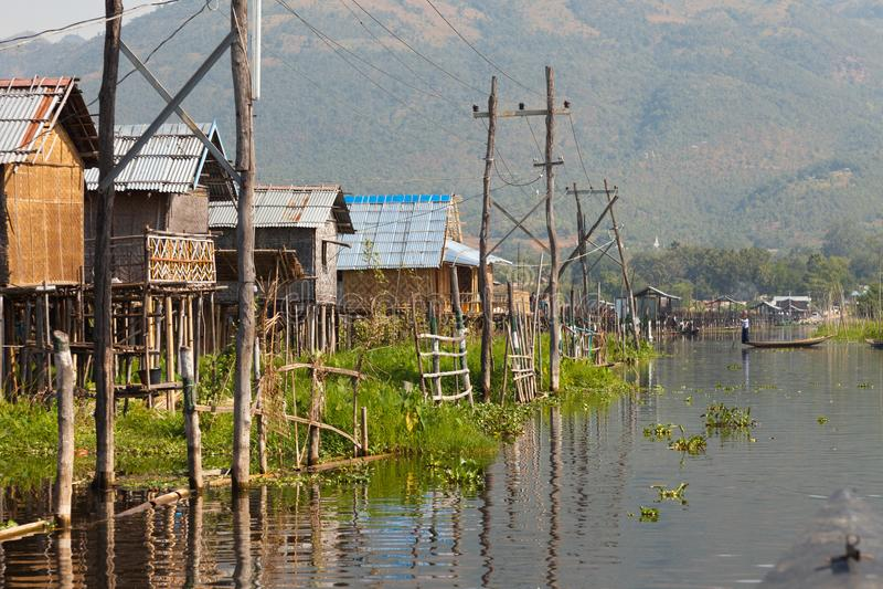 Inle湖的传统木高跷房子 免版税库存照片