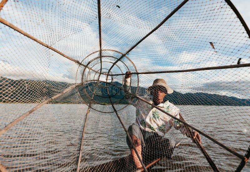 Inle See-Fischen lizenzfreies stockbild