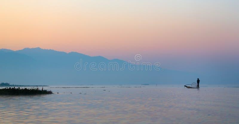 Inle See-traditioneller Fischer lizenzfreies stockbild