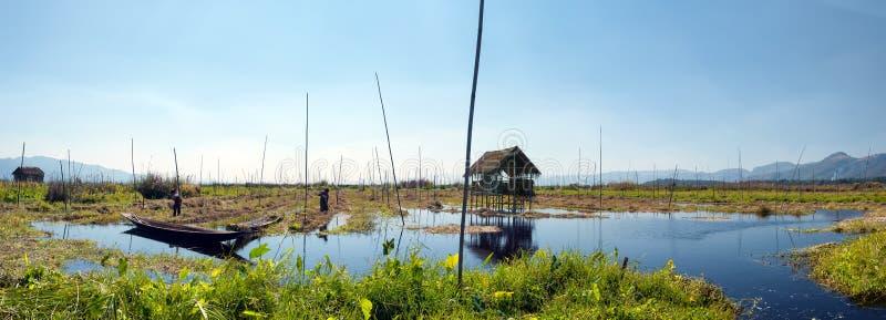 Inle sjö Myanmar, Shantillstånd flottörhus trädgårdar royaltyfria bilder