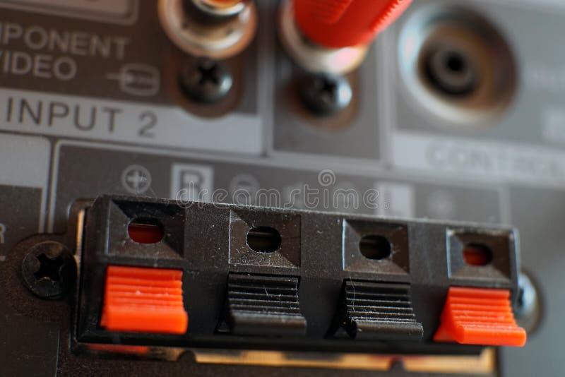Inmatnings/utmatningspanel på baksidan av en plasmaTV arkivbilder
