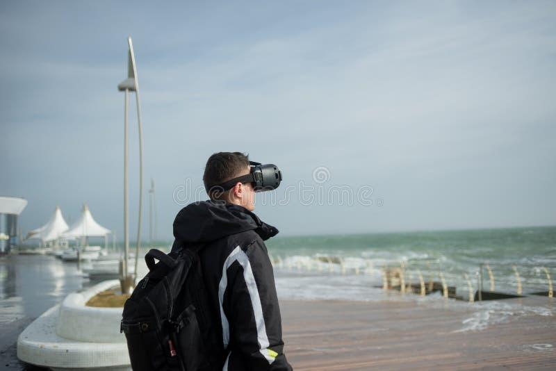 Inmersión completa en realidad virtual fotos de archivo