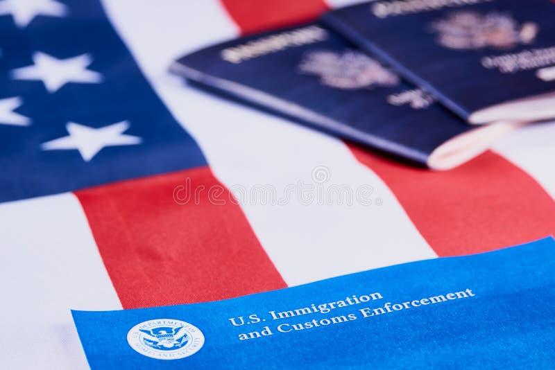 Inmigraci?n y aplicaci?n de las aduanas imagenes de archivo