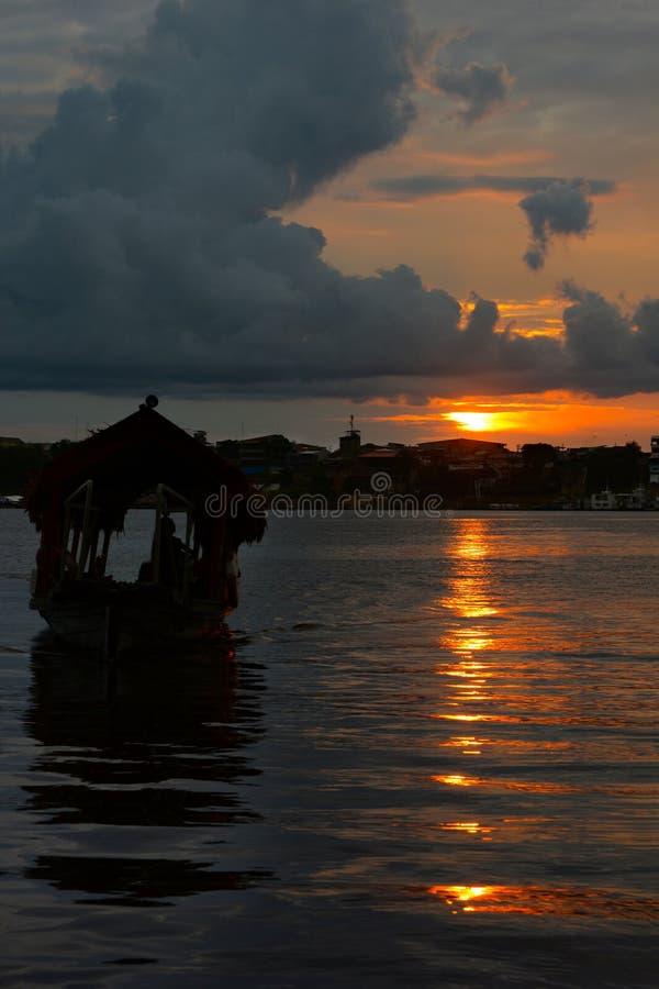 Innaffi il taxi in siluetta, Iquitos, Perù fotografia stock libera da diritti